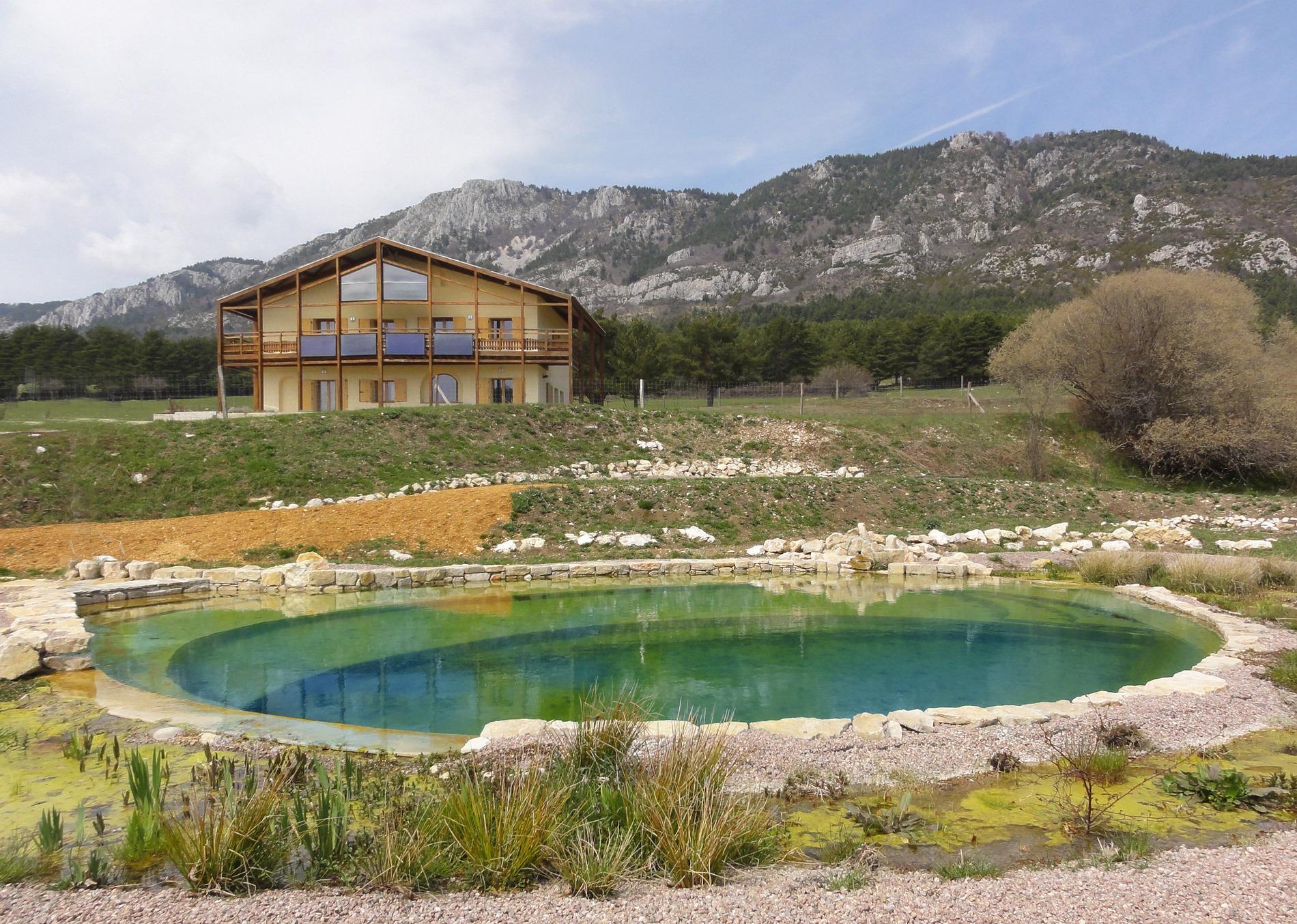 Gite & Bassin de baignade www.couleur-nature-piscine.com